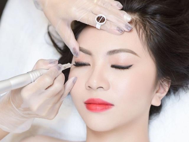 Phun xăm thẩm mỹ giúp vùng xăm lên màu tùy ý và sắc nét khuôn mặt tự nhiên.