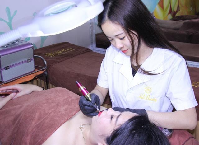 Heli Beauty and Healthy đang có nhiều chương trình ưu đãi dành cho các dịch vụ phun môi